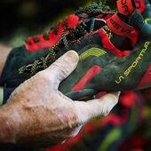 Comença una nova temporada a la muntanya amb @lasportivaspain i #Goma2Siurana 😉 Disposem d'un dels catàlegs online més amplis de la prestigiosa marca italiana. Peus de gat, sabatilles de trail running, roba, calçat d'aproximació, accessoris, ... Tot amb magnífics descomptes!! 👌 I sí, els peus de gat de la fotografia els tenim en stock 😎 . ✔️ Més info en l'enllaç de la bio . #escalada #siuranameetingpoint #climbing #klettern #arrampicata #grimper #climber #foryourmountain #siurana #climbinglife