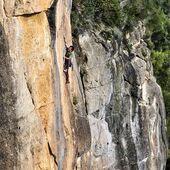Ignasi Miralpeix escalant una línia clàssica i incombustible de Siurana, 'Dios Nidor' 7c+ 👌 . 📸 @siurana_guidebook . ✔️ Recorda que si repares el teu calçat a #Goma2Siurana obtindràs descomptes exclusius a la nostra botiga online i també a la botiga a Cornudella de Montsant 😉 . #siurana #climbing #escalada #klettern #arrampicata #grimper #climber #rockclimbing #climbingculture