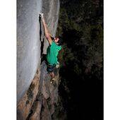 Com aneu de fanatisme? Aquest estiu les cares nord estaran més buscades que mai 😆 En la imatge, @pep_farre_sanfeliu a la gran clàssica 'Fam de Mai' 8b, a Ca la Boja. Una via equipada per Carles Brascó l'any 1992. . 📸 @fizgratacos . #goma2siurana #siurana #siuranameetingpoint #climbing #escalada #klettern #arrampicata #grimper #rockclimbing #climber #climbon